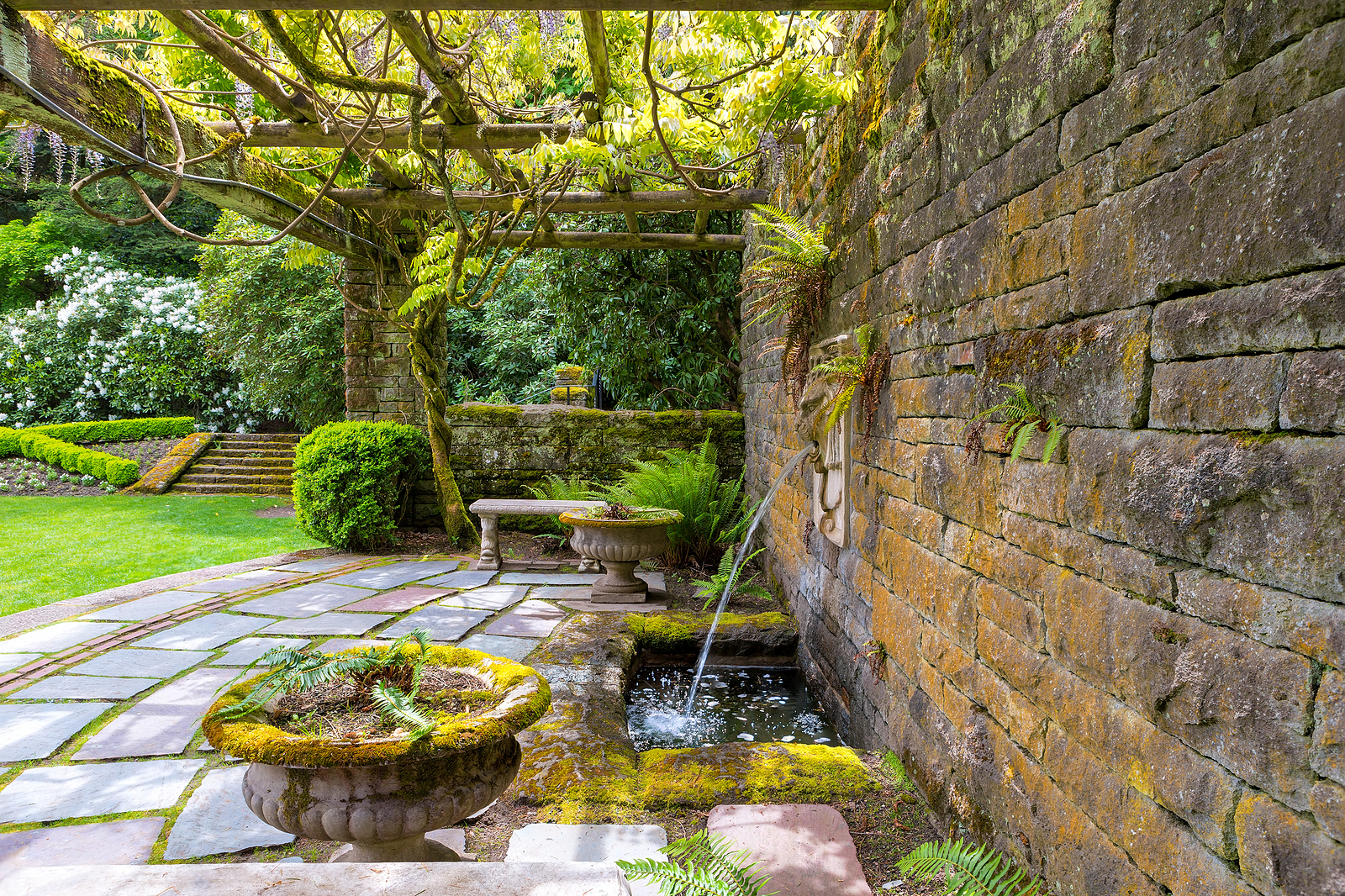 water feature and retaining walll